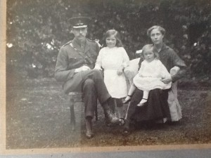 Evelyn Worsley and his family, 1916